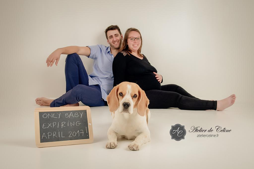 Séance grossesse, studio, chien, couple